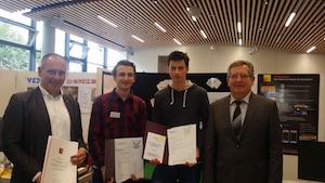 von links: Studienrat Lutz Richert, Fabian Kaptein, Bruno Zell, Schulleiter Rüdiger Hildebrandt