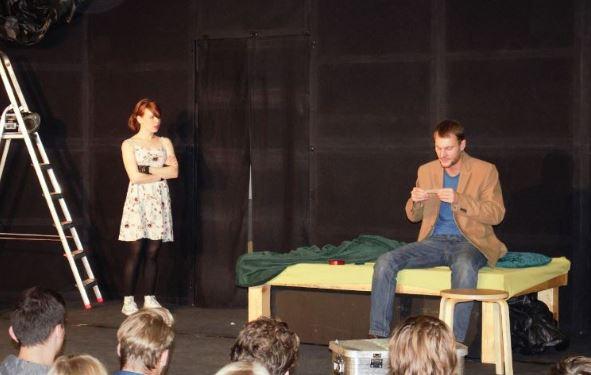 Das freie Jugend-Theater Weimarer Kulturexpress zu Besuch an der Beruflichen Schule in Bad Oldesloe